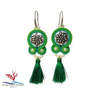 Orecchini verdi con nappine verdi tecnica soutache