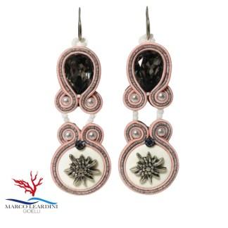 Orecchini doppi rosa con bottoni stella alpina tecnica soutache