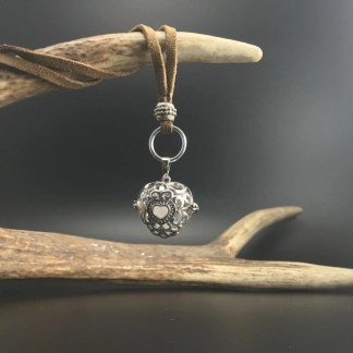 Collana con ciondolo a sfera traforata cm 2.5 con pietra naturale