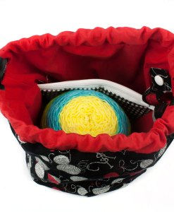 Sac à tricot avec pochette de rangement - Aux motifs de balles de laine sur fond noir (Intérieur)