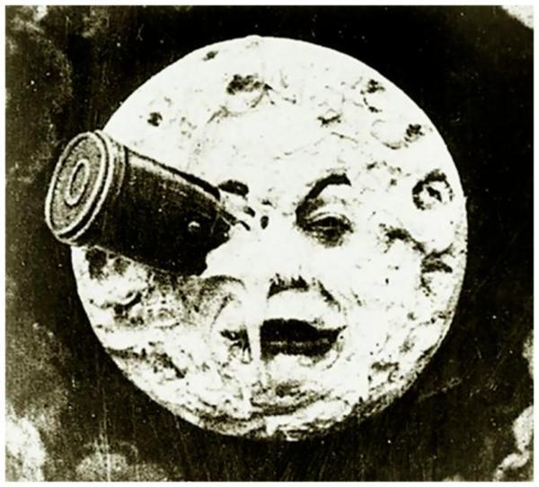 Η κάψουλα που μεταφέρει τους αστροναύτες, καρφώνεται στο μάτι της Σελήνης