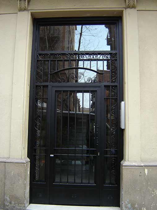 Fabricacin de instalacin de puertas en hierro forjado