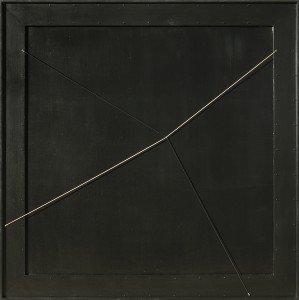 Gianni Colombo, Spazio elastico, Intermutabile, 1972, tavola in legno laccata e sagomata, chiodi e filo estensibile, cm 120 x 120, Courtesy Studio G