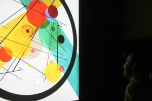 - Kandinsky Colour Experience - Montecatini Terme: W. Kandinsky - Circlesi in a Circle (1923) Installazione interattiva (leap motion )