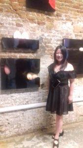Anese Cho: accanto a un suo lavoro al vernissage di Fragmentation, Venezia Off Biennale