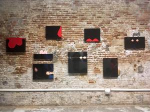 Agnese Cho, Opere della serie Fragmentation esposte al Laboratorium-Venezia.  Photo courtesy www.fg-comunicazione.it