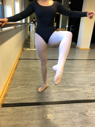 Figure 3: ballerina with knee flexed