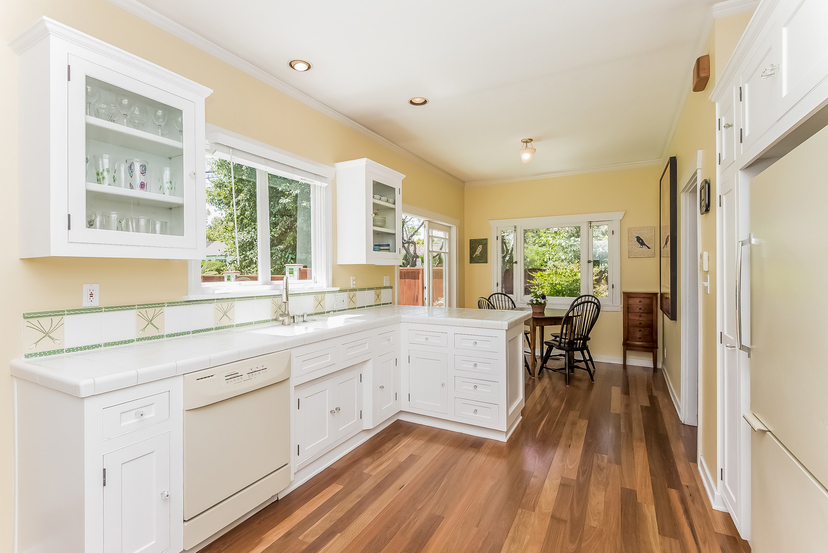 016-Kitchen-1096024-mls