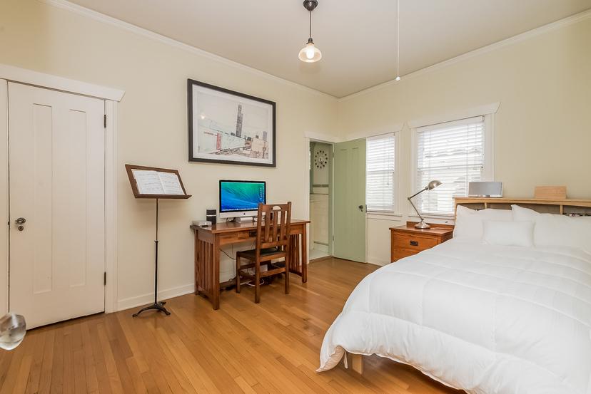 021-Bedroom-1096040-mls