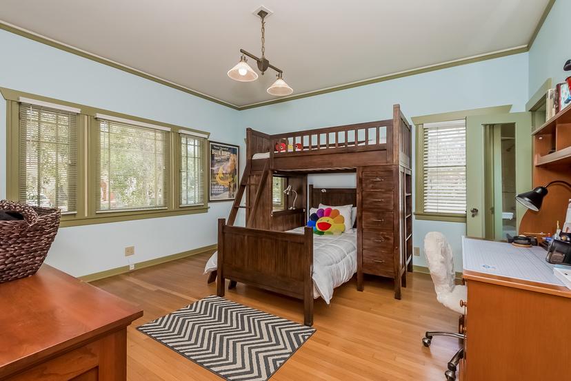 023-Bedroom-1096012-mls
