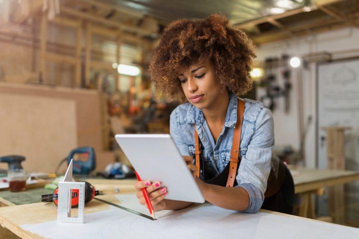 Come vendere online decine di opere in un anno? Intervista all'artista Federica Belloli