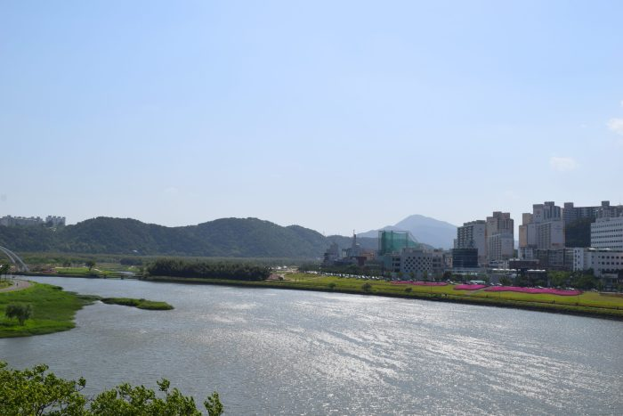View of Taehwagang River Grand Parkfrom the IhyujeongPavilion.