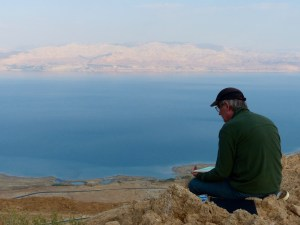 Artists Brin Edwards painting the Dead Sea