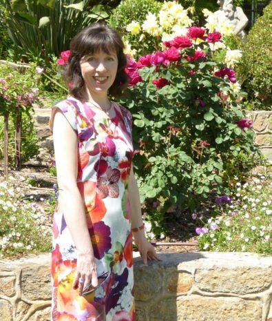 interview artist   flower art   rose art   how to paint flowers   how to paint a rose   art lessons   art resources