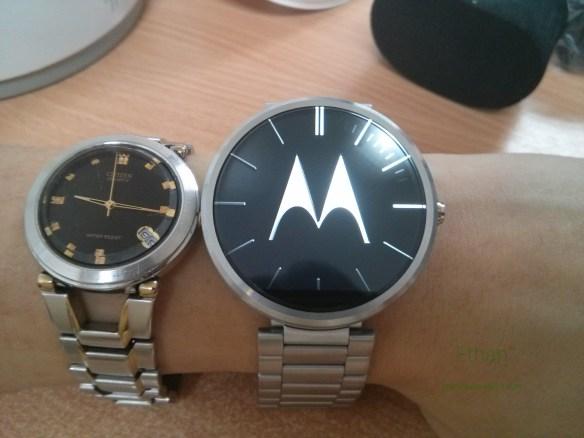 Moto 360 บนข้อมือ เมื่อเทียบกับนาฬิกาเรือนเดิม