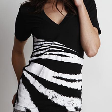 Tigress Black White V-Neck Detail