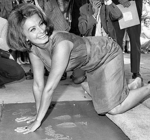 Sophia gets her hands dirty in Hollywood in front of Grauman Chinese theater