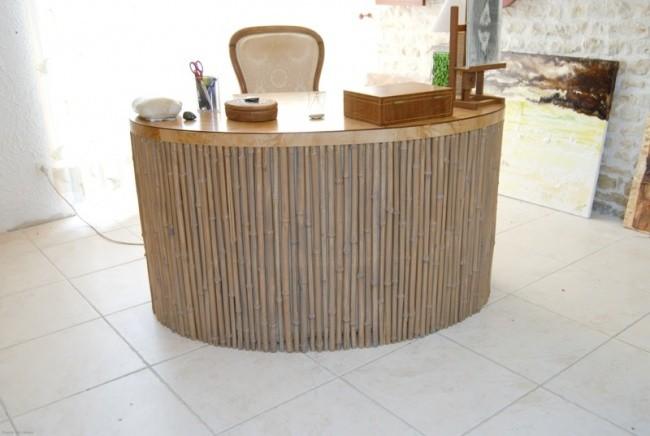 bureau en bambou et en loupe de