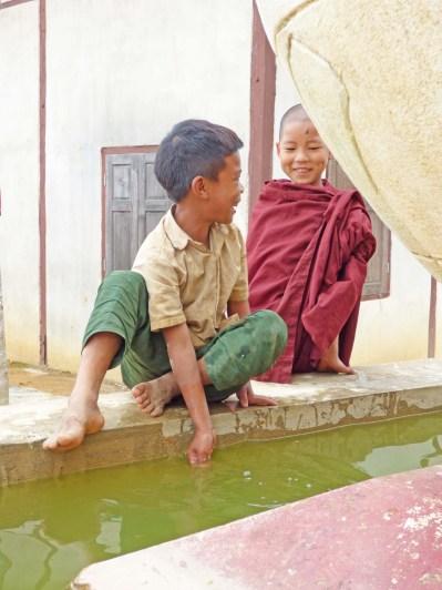 Enfants à Hin kha gone