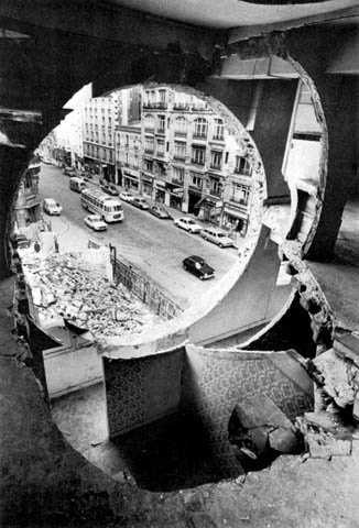 Gordon Matta-Clark, Conical Intersect (1975)