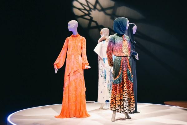 Conversation Piece San Francisco' De Young Museum Celebrates 'contemporary Muslim Fashions