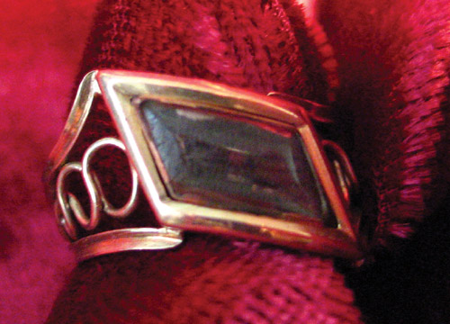 Diamond shaped 1800 ring