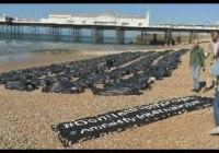 Amnesty body bags on Brighton beach highlights migrant crisis (April 2015)