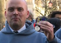UK veterans throw away medals to protest Syria strikes #dontbombsyria (Dec 2016)