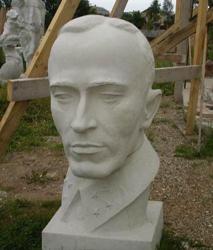 Генерал Карбышев. Бюст. Бетон.