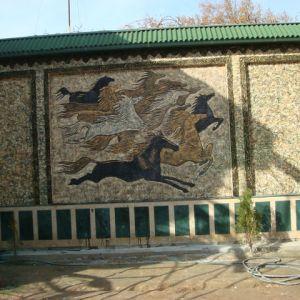 Барельеф из бетона Бегущие лошади
