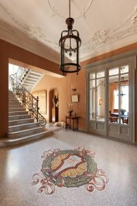 27 Luxury Foyer Designs  Art of the Home