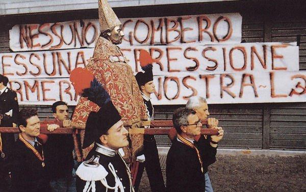 """""""Curre Curre Guagliò"""" – 99 Posse"""