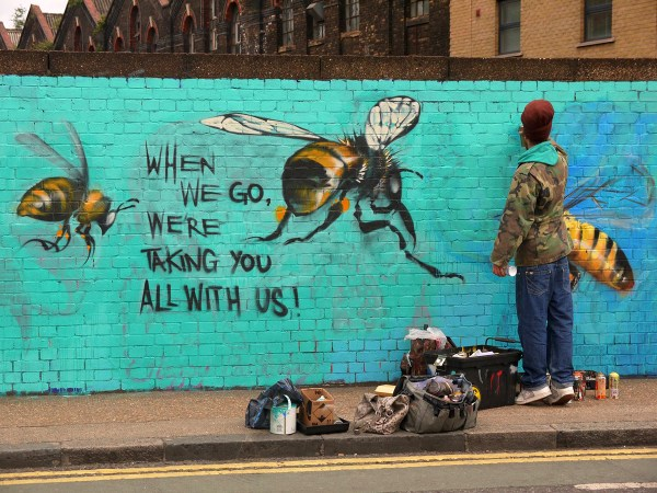 Bees Walls Make People Aware Of Colony Collapse Disorder - Art