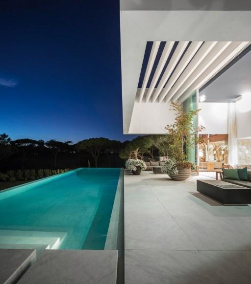 QL House vue nuit piscine