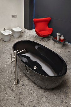 antoniolupi Showroom Milano Vasca Reflex con sanitari