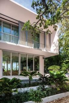 La Sunset Island House II à Miami, réalisée par l'architecte Allan Shulman de Shulman + Associates, a pris place à Biscayne Bay, entre Miami et Miami Beach.