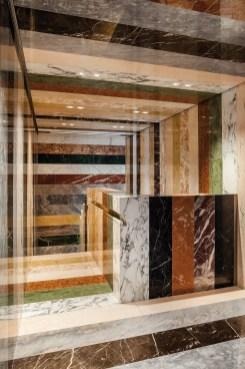Inédit, cet escalier (ci-contre et page de gauche), designé par l'artiste Martin Creed selon les souhaits d'Allan Shulman, se compose de 37 types de marbre ! Plus qu'une installation, cet escalier est un véritable chef-d'œuvre !