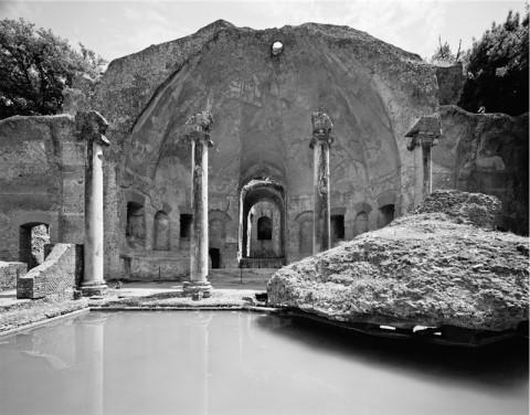 Gabriele Basilico - Resti del tempio del dio Canope, Villa Adriana a Tivoli - 2010 - Fondazione Giorgio Cini, Venezia