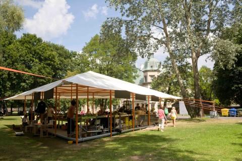 Zielone Jazdow - La tenda di Rirkrit Tiravanija