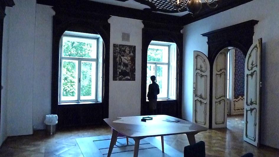 Istituto Italiano di cultura a Vienna  al centro della sala tavolo Lambro design Andrea