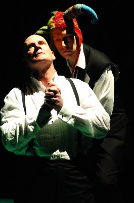 Dan Donohue as Hamlet and Jeffrey King as Claudius in an OSF performance.