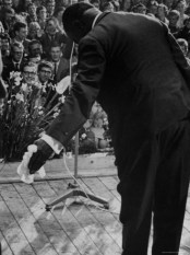 john-loengard-trumpeter-louis-armstrong-bowing-to-a-spellbound-dutch-audience-during-a-concert-with-his-band.jpg