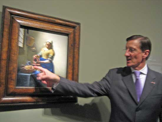 """Curator Walter Liedtke discussing the fine points of Vermeer's """"The Milkmaid"""" Photo by Lee Rosenbaum"""