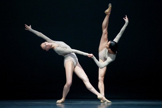 Sarah Van Patten and Frances Chung in Wayne McGregor's Borderlands. Photo: Erik Tomasson
