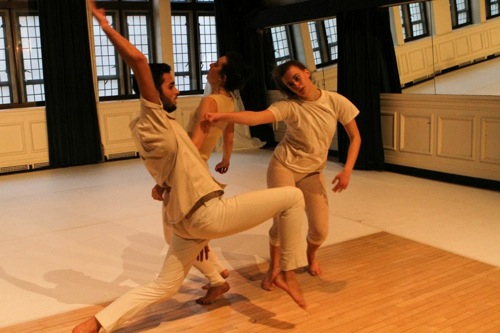L to R: Mar Crousillat, Sarah Lifson, and Amanda Kmett'Pendry in Yerushalmy's work-in-progress. Photo: Julie Lemberger