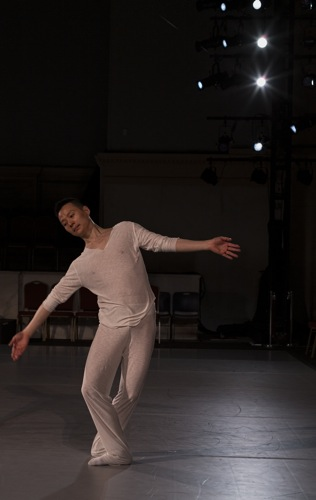 Shen Wei in his new Variations. Photo: Juan Vargas