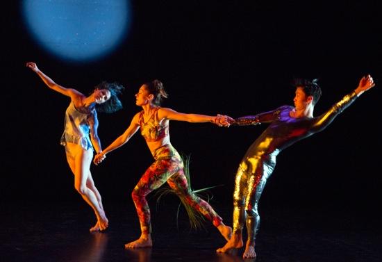 (L to R): Cori Kresge, Melissa Toogood, and Hiroki Ichinose in Rashaun Mitchell's Light Years. Photo: Yi-Chin Wu