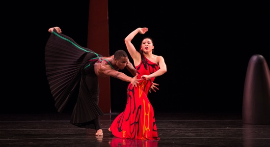 Tiare Keeno and Jeffery Duffy in Martha Graham's Dark Meadow. Photo: Rosalie O'Connor