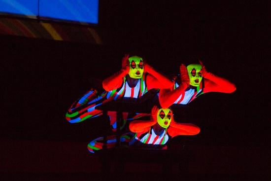 Three disguised dancers in Alwin Nikolais' Gallery. Photo: Yi-Chun Wu