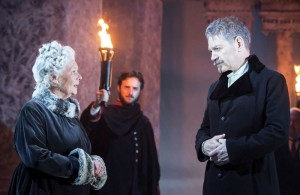 Judi-Dench-Paulina-and-Kenneth-Branagh-Leontes-in-The-Winters-Tale-CREDIT-Johan-Persson-700x455